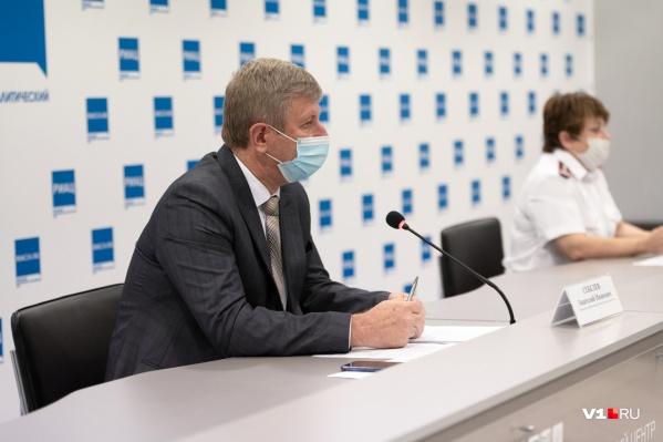Анатолий Себелев и Ольга Зубарева рассказали, почему закрываются инфекционные госпитали