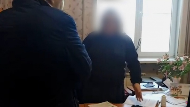 В Волгограде капитана УФСИН и врача-фтизиатра задержали за взятку от осужденного