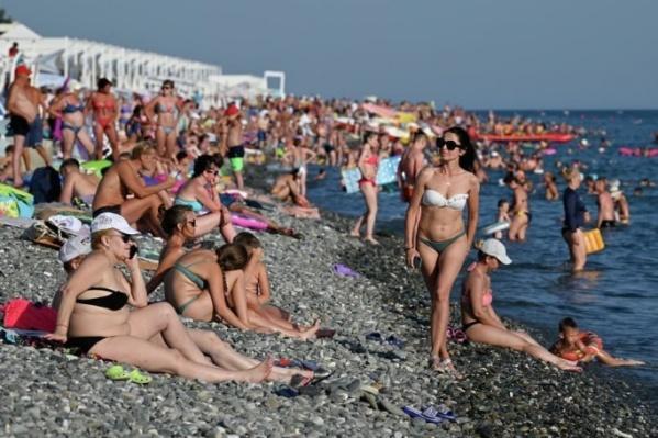 Пляжи юга страны буквально разрываются от туристов