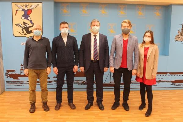 Волонтеры обсудили с Дмитрием Моревым незаконные рекламные вывески, ситуацию с общественным транспортом, возвращение трамвая, вырубку деревьев и другие важные проблемы