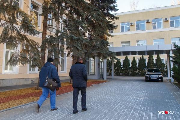 Депутаты посчитали, что знать законы волгоградскому градоначальнику необязательно