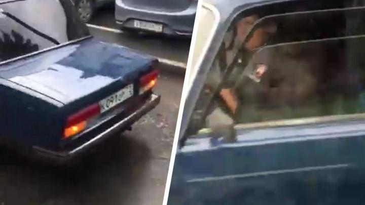 Молодой водитель сбил 80-летнюю пенсионерку на Республики