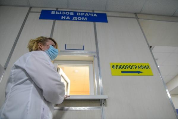Такие же симптомы есть у гриппа, но в нынешнем сезоне пока нет зарегистрированных случаев этой болезни