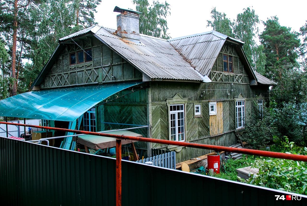 А это дом Сергея Вознесенского, ещё одного советского учёного, осуждённого за антисоветскую деятельность. Вознесенского для краткости называют «изобретателем противогаза»: он был одним из участников испытаний этого средства защиты ещё в годы Первой мировой войны