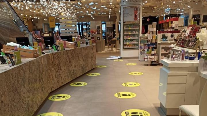 Магазины Екатеринбурга начали исполнять указ губернатора о разметке еще до его подписания