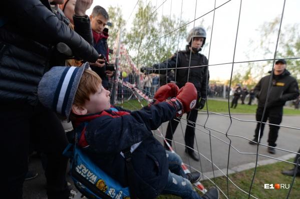 """Как Екатеринбург пережил неделю протестов, <a href=""""https://www.e1.ru/news/spool/news_id-66093775.html"""" target=""""_blank"""" class=""""_"""">мы показывали в 30 ярких фото</a>"""