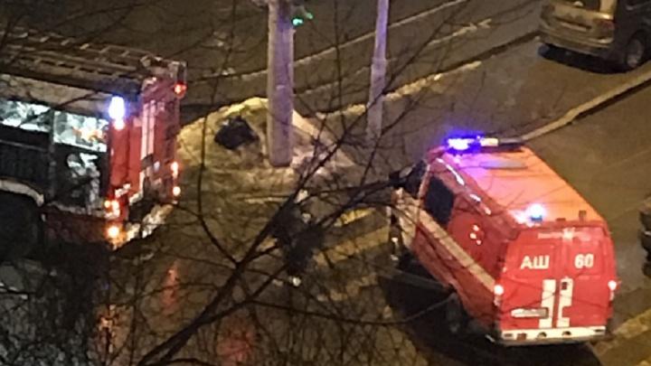 В центре Екатеринбурга 69 жителей девятиэтажки эвакуировали среди ночи из-за пожара