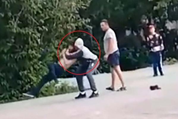 Вадим швырнул оппонента на асфальт, причинив ему смертельные травмы