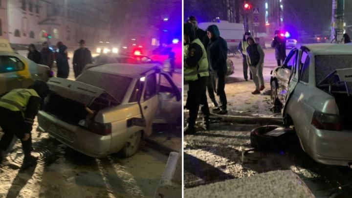 «Водитель грубо нарушил ПДД»: в полиции рассказали подробности ночной погони и аварии в центре Перми