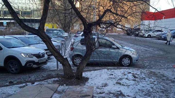 Протаранившего три машины и шлагбаум водителя-беглеца задержали на 26 суток