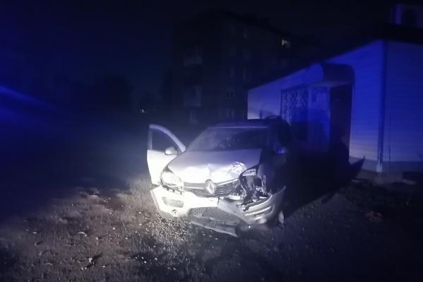Автомобиль экс-чиновника от удара смяло