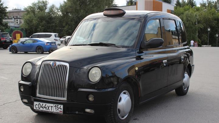 Сибиряк пригнал в Новосибирск английский кэб. Разглядываем эту странную машину — что внутри?