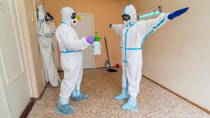 Что происходит в красной зоне больницы, где лечат зараженных коронавирусом: смотрим видео из Березников
