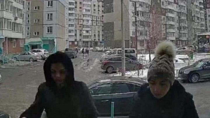 Полицейские задержали цыганок, которые втирались в доверие к детям и воровали в квартирах