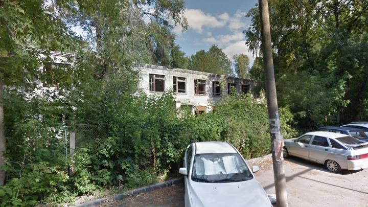 Осенью в Октябрьском районе снесут здание детского сада