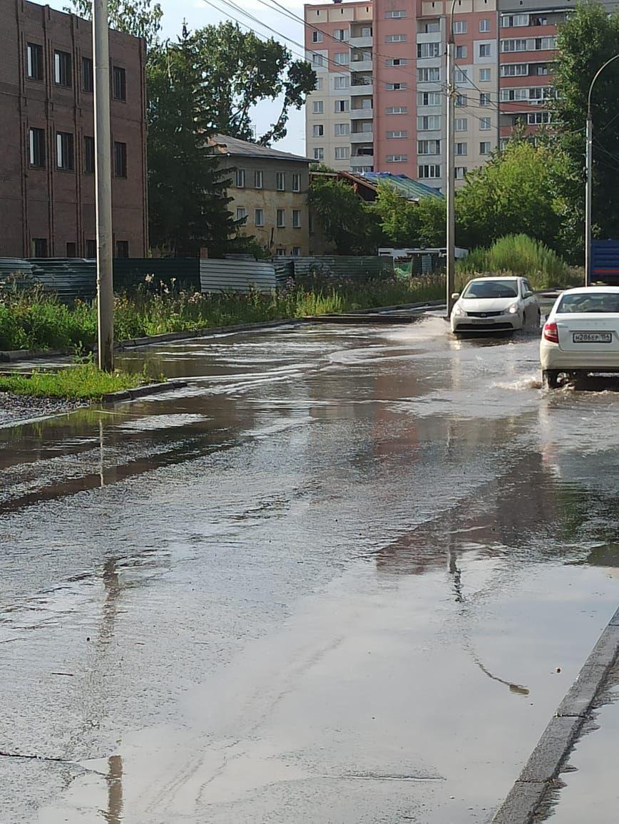 Машины продолжают ездить по этой дороге