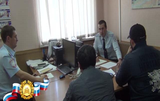 За дерзкий дрифт в центре Красноярска водителям свадебного кортежа выписали штрафов на 24 тысячи