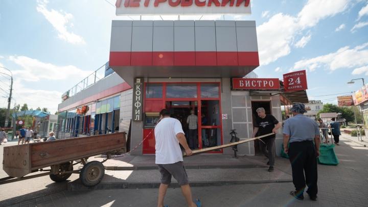 «Приехали вооружённые люди, мы плакали»: подробности скандального сноса ТК «Петровский» в Волгограде