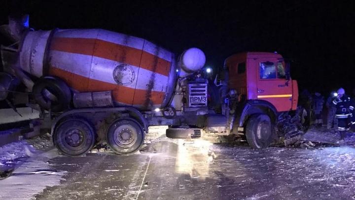 Трасса на Москву в Волгоградской области встала из-за жуткого ДТП с КАМАЗом