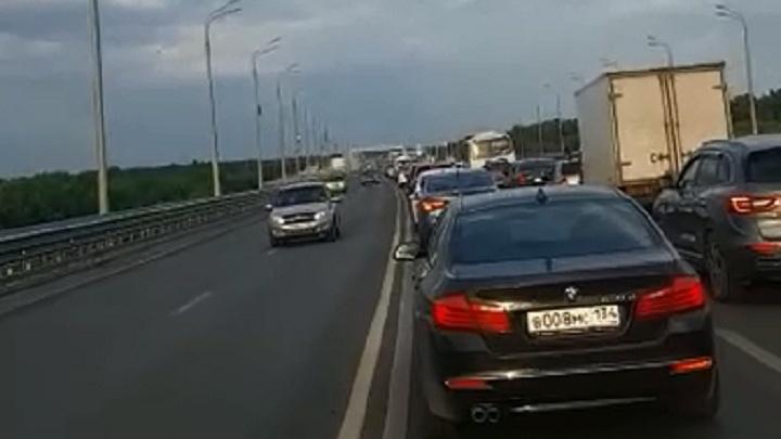 «Проклятый светофор»: в Волгограде «танцующий» мост через Волгу встал в вечерней пробке