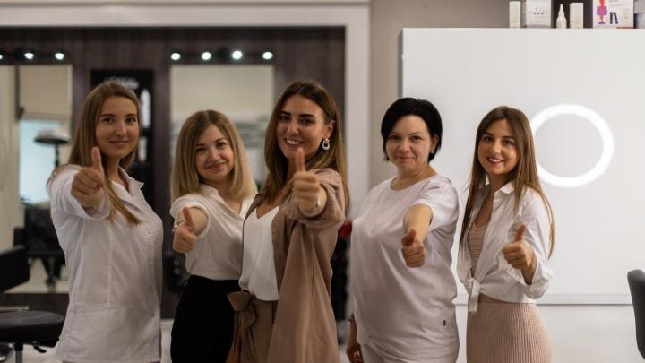 Салон красоты в центре города устраивает фотосессии и делает дневной макияж и укладку