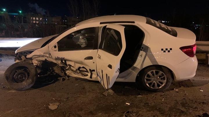 В Уфе пьяный водитель на Audi A7 протаранил такси с пассажиром