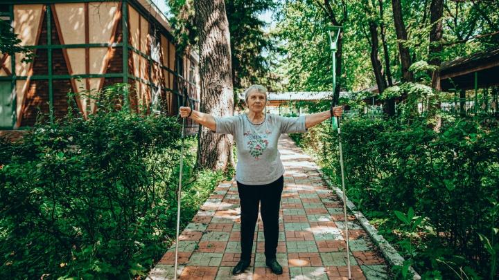 Есть ли жизнь на пенсии: фоторепортаж из центра активного долголетия «Клён-парк»