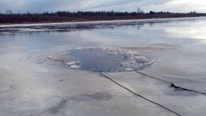 Мотособака провалилась под лёд. Как спасались рыбаки в заливе Унская губа