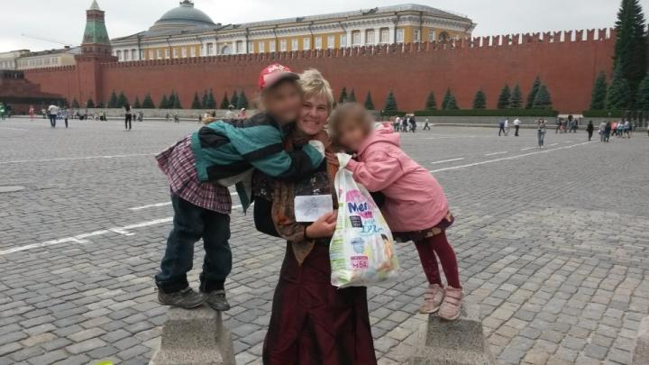 Челябинские чиновники решили наказать многодетную мать, у которой эвакуировали машину с сыном внутри