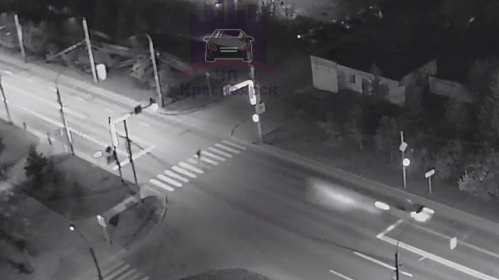 40-летний мужчина переходил дорогу на красный свет и погиб под колёсами машины