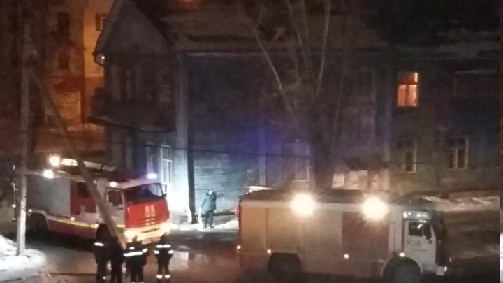 «Выживают всеми способами»: на Уралмаше произошло два пожара в бараках с разницей в час