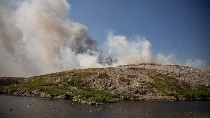 Адская куча: разглядываем объёмы мусора и площадь пожара на свалке у Хилокского рынка (в двух картинках)