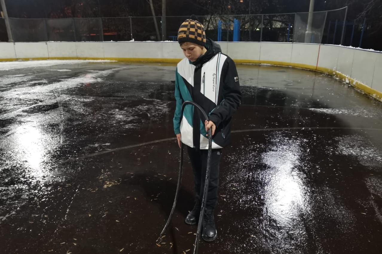 В трех дворах лед появится впервые