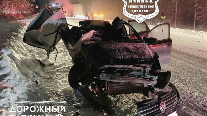 Пьяный парень на легковушке «догнал» фуру и погубил двух своих пассажиров