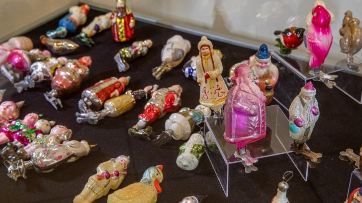 В Краеведческом музее открыли огромную выставку елочных игрушек. Рассматриваем 20 атмосферных фото