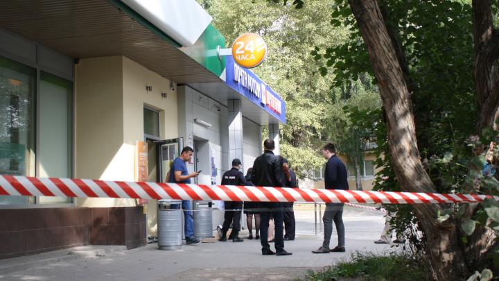 В Пионерском грабители взорвали банкомат Сбербанка и похитили деньги