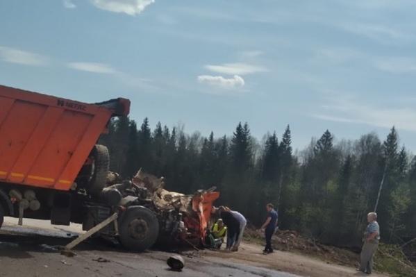 Водитель КАМАЗа скончался на месте