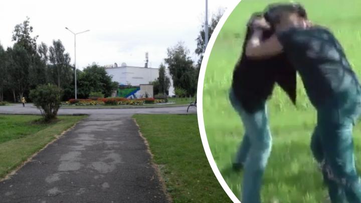 Новосибирец знакомился с мужчинами в парке и предлагал побороться — в итоге у них пропадали телефоны и цепочки