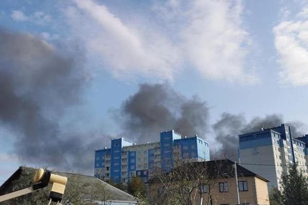 Черный дым окутал весь район