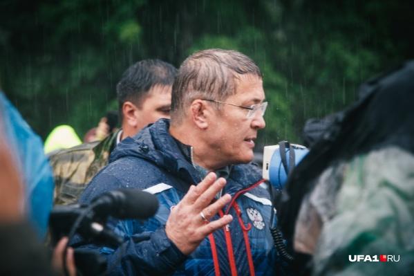 "Хабиров лично приезжал на Куштау и <a href=""https://ufa1.ru/text/incidents/69424441/"" target=""_blank"" class=""_"">попросил протестующих разойтись</a>"