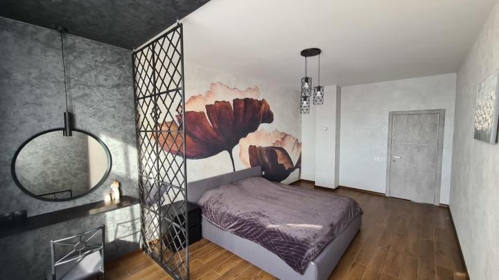 В самом высоком доме Омска выставили на продажу квартиру с панорамным видом и биокамином