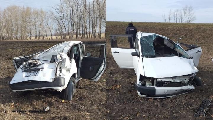 Водитель без прав устроил аварию с переворотом на Омской трассе. Пять человек в больнице