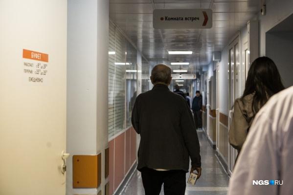 В отделениях реанимации находятся 199 человек. На ИВЛ — 47 пациентов
