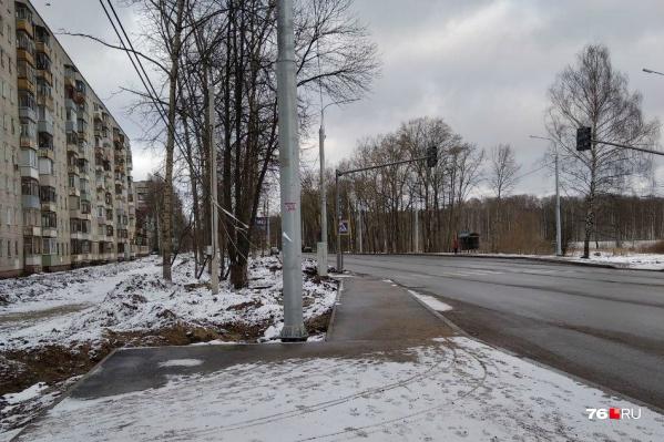 Работы на Тутаевском шоссе начали в августе прошлого года, закончить должны — в октябре 2020-го