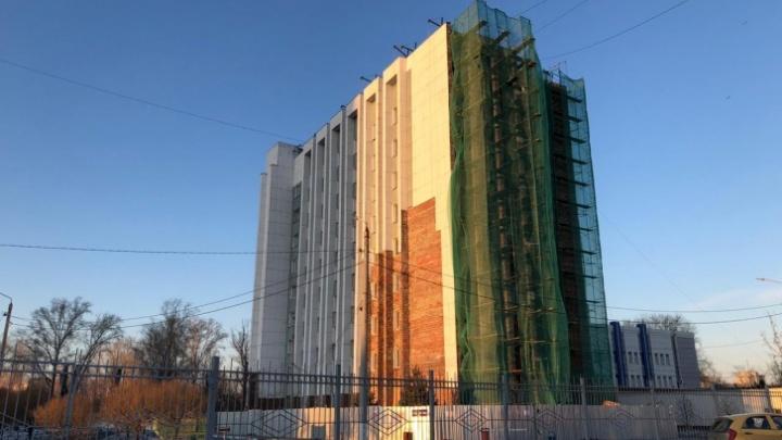 В СК объяснили, в чём обвиняют директора компании, получившей контракт на ремонт УралГУФКа на 80 млн