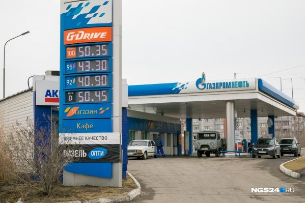 Цены на топливо меняются вторую неделю