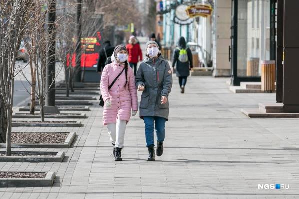 В выходные на улицах города было много людей