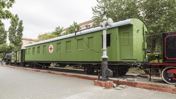 Хранители раритетов требуют вернуть санитарный вагон, поставленный к Дню Победы у панорамы «Сталинградская битва»