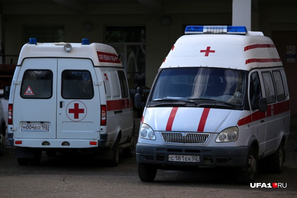 Пациенты продолжают поступать в COVID-госпитали на автомобилях скорой помощи