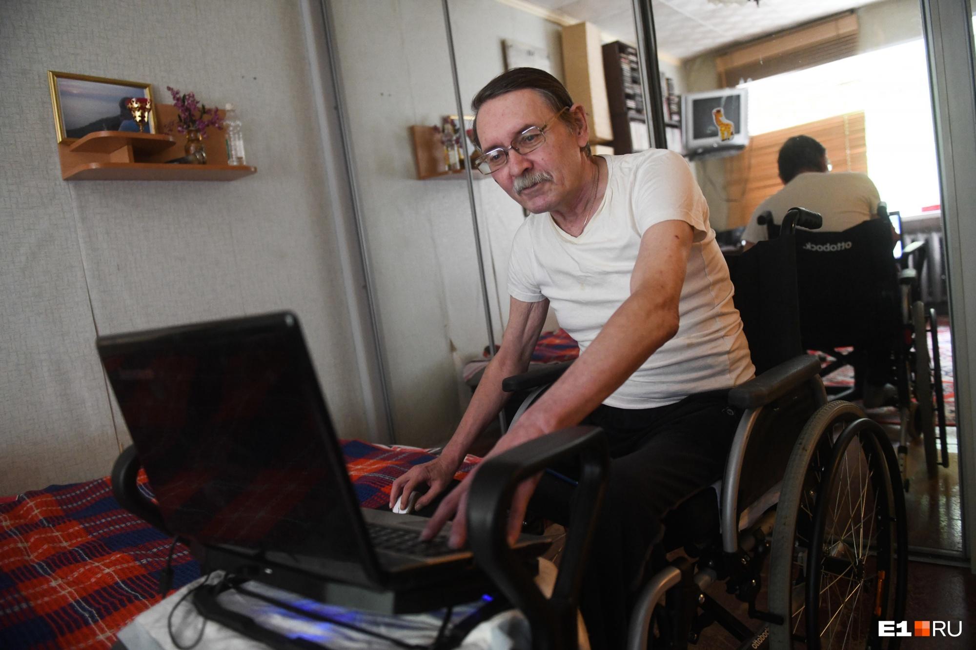 Не стесняйтесь пожать руку, если вместо нее протез: журналист-колясочник  о правилах общения с инвалидами